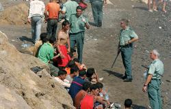 اعتقال 22 قاصرا مغربيا مباشرة بعد وصولهم لسواحل اسبانيا على قارب مطاطي