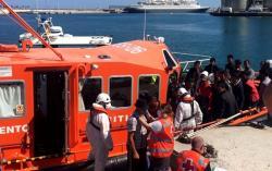 وفاة أربعة مهاجرين وإنقاذ 700 آخرين ابحروا من شمال المغرب