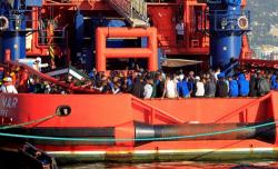 البحرية الملكية تنقذ 424 مهاجرا سريا بسواحل المتوسط