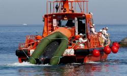 زوجان وطفلهما يصلون الى اسبانيا في قارب ابحر من سواحل الريف