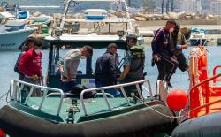 5 مهاجرين من ابناء الريف يصلون الى اسبانيا في قارب خشبي