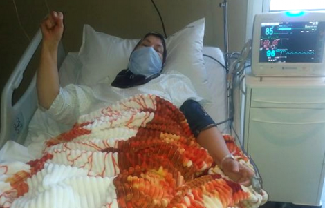 ادارة السجون تسمح للمعتقل نبيل احمجيق بزيارة والدته في المستشفى