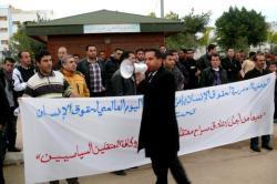 الـAMDH تطالب باطلاق سراح المعتقلين السياسيين في وقفة احتجاجية بامزورن