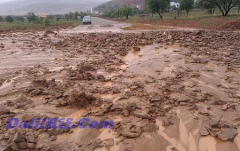 فيضانات تقطع الطريق الساحلية باقليم الحسيمة (فيديو)