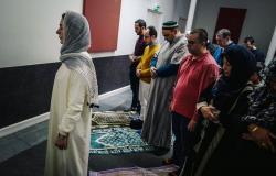 جدل بعد إمامة امرأة لصلاة الجمعة في باريس