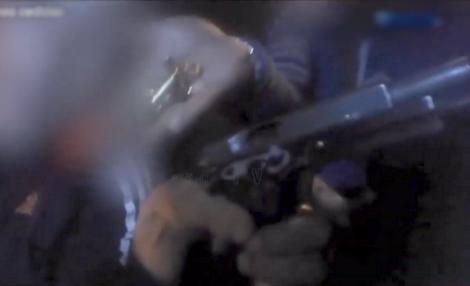 عصابة ريفية تستعرض اسلحتها النارية على المباشر (فيديو)