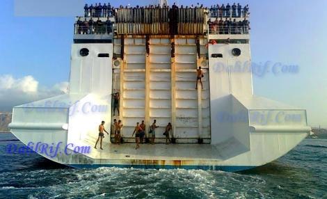 عشرات المهاجرين السريين المغاربة تسللوا الى البواخر بميناء الناظور