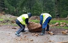 الامطار تتسبب في تساقط الاحجار بالطرق الوطنية بين الحسيمة وتطوان