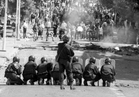 عندما واجهَ الحسن الثاني الاحتجاجات في الشمال بالدّبابات والاعتقالات
