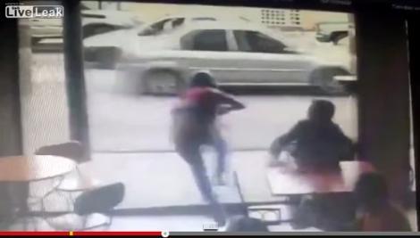 شاهد مصير سارق هاتف مباشرة بعد محاولته الهرب