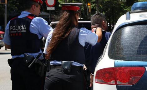 الشرطة الكاتالونية تعتقل مغربيا حاول ذبح زوجته بسيف