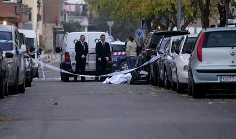 اسبانيا.. الغيرة تدفع سيدة الى تصفية زوجها المغربي بالرصاص في الشارع العام