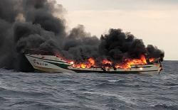 اسبانيا .. وفاة مأساوية لمهاجر مغربي اثر اندلاع حريق في قارب للصيد (فيديو)