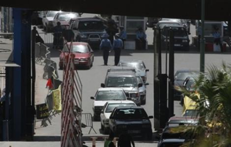 سيارة تصطدم شرطيين اسبانيين بمعبر فرخانة الحدودي