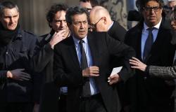 سياسي فرنسي يتهم الريفيين بتخريب باريس ويثير الاستنكار والسخرية (فيديو)