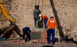 مليلية .. إزالة تمثال فرانكو واليمين يطالب بتعويضه بنصب لقتلى حرب الريف