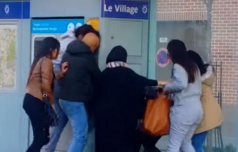 فرنسا .. جدل بعد إعتداء مغربية على فتاة لارتدائها تنورة قصيرة (فيديو)