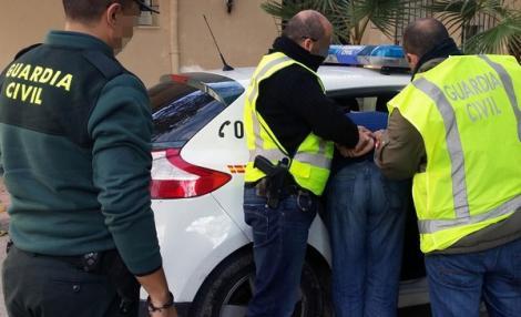 اعتقال مهاجر من الناظور هرب 1,7 كيلوغرام من الحشيش في أمعاءه