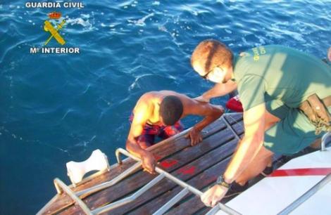 انقاذ مهاجرين سريين قفزا الى البحر من باخرة للمسافرين انطلقت من الناظور
