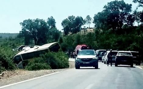 حافلة لنقل المسافرين بين الحسيمة وطنجة تتعرض لحادثة سير