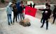 تلاميذ يهددون بحرق محافظهم نواحي الحسيمة احتجاجا على عدم استفادتهم من النقل المدرسي