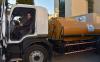بعد فشله في المشاريع الكبرى.. العماري يوزع الماء بالشاحنات الصهريجية