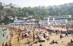 شواطئ الحسيمة وجهة مفضلة لعدد من العائلات في عطلة الصيف