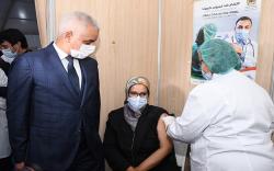 مع الارتفاع القياسي في عدد الاصابات بكورونا.. وزير الصحة يحث المواطنين على تلقي اللقاح