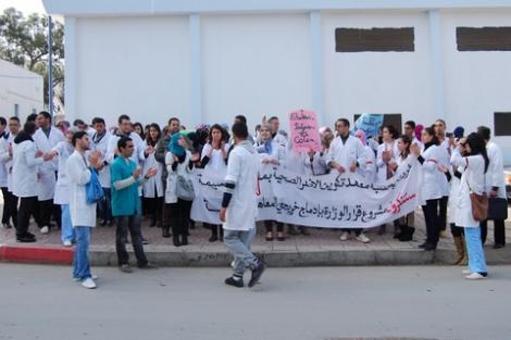 الطلبة الممرضون بالحسيمة يواصلون احتجاجاتهم و يتوعدون بالتصعيد