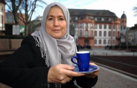 مليكة العبدلاوي..ريفية إختارت إرساء ثقافة الحوار بين الأديان بالمانيا