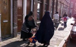 """هولندا .. ام مغربية تُخضع ابنها لجلسات تعذيب """"لطرد"""" الجن من جسده"""