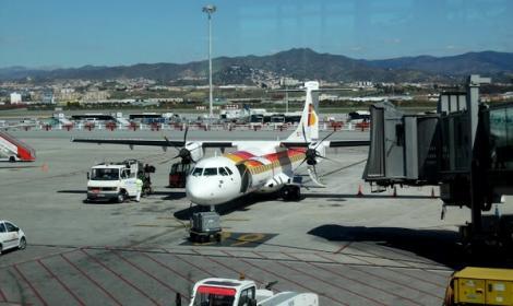 استنفار بمطار مليلية بعد تسلل قاصر مغربي الى احدى الطائرات