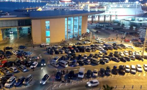 اكثر من 1200 سيارة تقل افراد الجالية تنتظر في ميناء مليلية