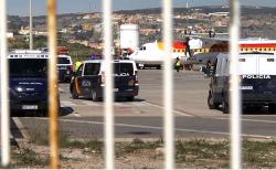 اسبانيا تنقل طالبي لجوء مغاربة عبر الطائرات الى مليلية تمهيدا لترحيلهم (فيديو)