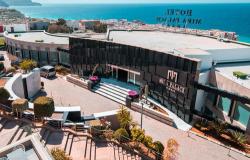 """الحسيمة.. فندق """"ميرابلاص"""" يقدم خدماته مجانا للاطقم الطبية المواجهة لكورونا"""