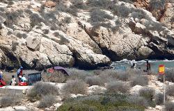 المغرب يتدخل لإجلاء المهاجرين من الصخور المحتلة قرب سواحل الريف