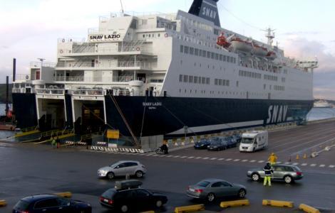 الناظور .. اكتشاف 11 اصابة بكورونا على متن رحلة بحرية قادمة من فرنسا