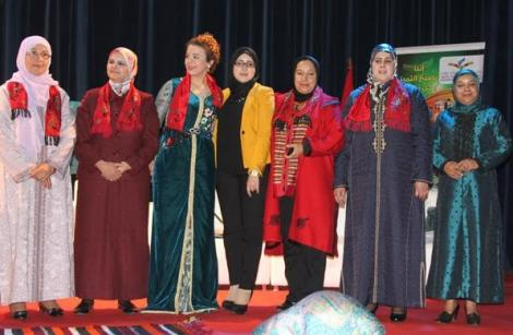"""رابطة المبدعين المغاربة بالريف تكرم """"الرائدات"""" بالناظور"""