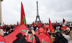 مغاربة يتظاهرون في باريس للتنديد باحراق وتدنيس العلم الوطني