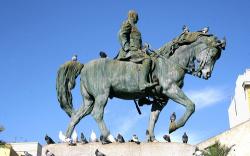 اسبانيا.. تخريب تمثال الجنرال الذي قصف الريف بالغازات السامة