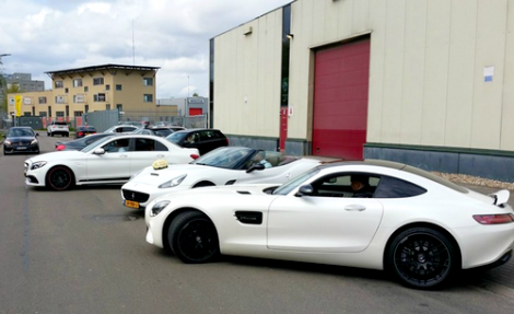الشرطة الهولندية تغرم ضيوف عرس مغربي بسبب سياراتهم الفارهة