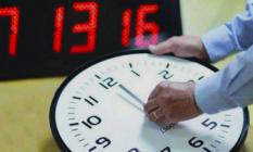 الحكومة تصادق على ابقاء الساعة الاضافية وتغييرات في توقيت الدراسة والادارة