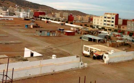 احتجاج التجار يجبر جماعة بني بوعياش على اعادة فتح السوق الاسبوعي مؤقتا