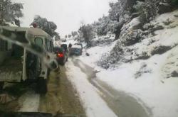 وزارة التجهيز والنقل تحذر المغاربة من مخاطر الطريق بسبب الثلوج
