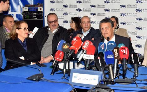 """اكتشاف اطنان من الاسمنت """"الفاسد"""" يورط البرلماني محمد الحموتي"""