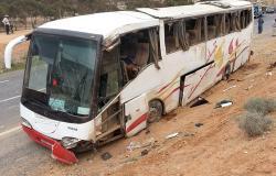 مصرع سيدة وإصابة 30 راكباً إثر إنقلاب حافلة قرب كرسيف