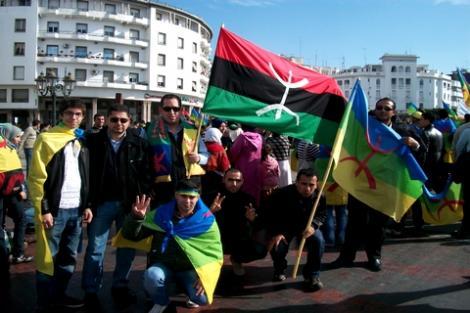 امازيغ يقتحمون مقر المؤتمر الوطني  بليبيا للمطالبة بالاعتراف بهويتهم