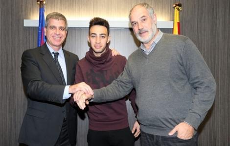 برشلونة الاسباني يعلن عن تعديل عقد منير الحدادي
