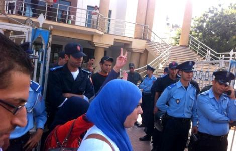 الشرطة تتدخل لمنع معطلي الحسيمة من الاعتصام بمقر البلدية