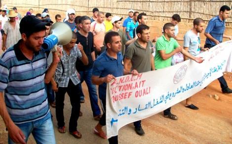 معطلو ايت يوسف وعلي يطالبون باطلاق سراح البقالي في مسيرة احتجاجية